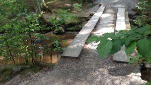 Bron över Byabäcken har förstärkts