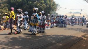 Kvinnor på demonstrationi den lilla staden Kafountine i södra Senegal