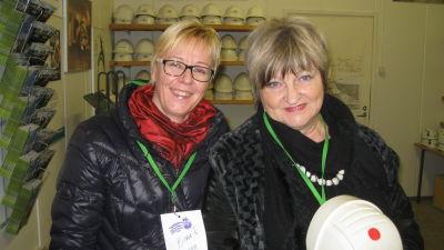 Turistchef Minna Ermala och stadsstyrelseordförande Irene Äyräväinen tror på Tytyri gruva i Lojo.
