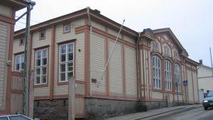 Sirkkala skola sett från Sirkkalagatan.