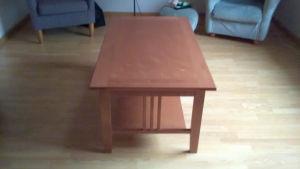 Ett brunt soffbord