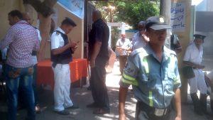 Nästan mer poliser och militärer utanför vallokalerna i går, måndag.