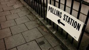 """""""Creative Commons May 5: Vote"""" tekijä John Keane, lisenssi CC BY-SA 2.0 / Rajattu alkuperäisestä"""