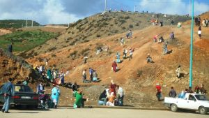 Ihmisiä Espanjan ja Marokon rajalla