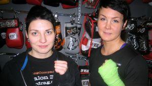 Cecilia Nilsson och Mathilda Soukka från Borgå Boxing.