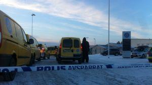 Polisen har spärrat av postterminalen på Teg i Umeå.