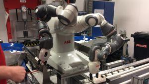 Yumi robot, abb