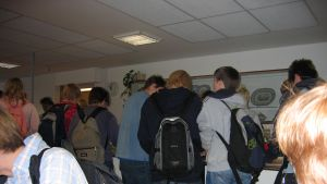 Elever köar i matsal