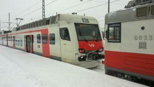 Närtåg på Helsingfors järnvägsstation.