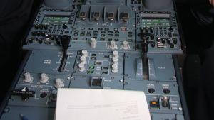 Cockpiten på a380.
