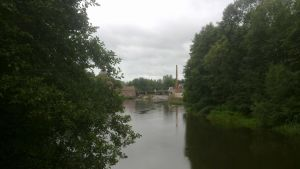 Billnäs bruk sedd från en bro över Svartån.