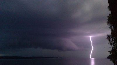 Tva personer omkom efter blixtnedslag