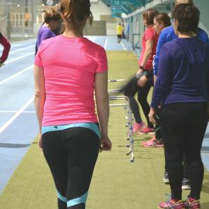 Vårdare från Vasa centralsjukhus akut och samjour tränar i Botniahallen.
