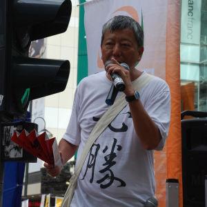 Lee Cheuk-yan lämnade Himmelska fridens torg ett dygn före massakern. Han var där för att leverera förnödenheter till demonstranterna.