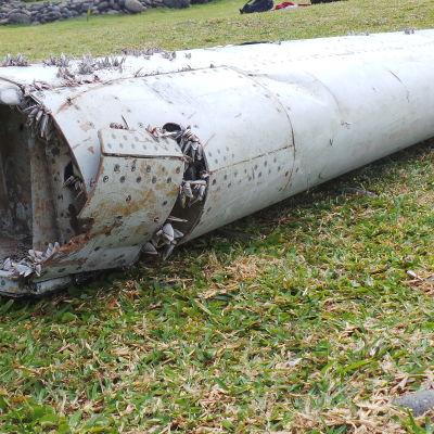 Flygplansvingen som hittades på ön Réunion tillhör sannolikt det försvunna MH370-planet.