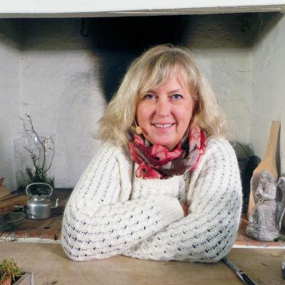 Mette Stensholt Schau bjuder på jultips i två avsnitt.