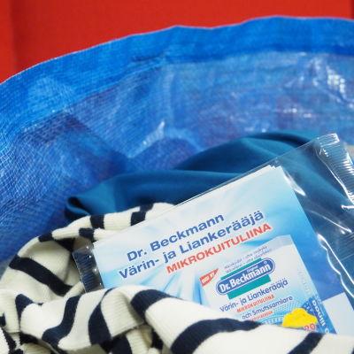 Pyykkikassissa Dr. Beckmann Värin ja Liankerääjä-liinoja
