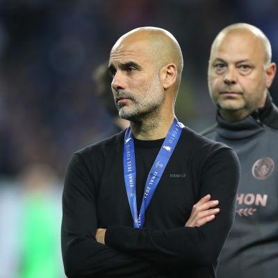 Manchester Citys tränare Pep Guardiola ser besviken ut efter finalförlusten mot Chelsea.