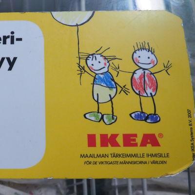 """Ikean jäätelöallas """"Lasten ateriaan sisältyy jäätelö"""""""