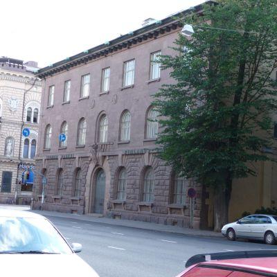 gatubild av finlands banks gamla byggnad i åbo