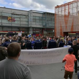 Suomi ensin-demonstration 7.6.2016 vid id al fitr-firande