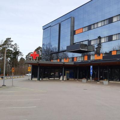 Vaasan keskussairaalan sisäänkäynti