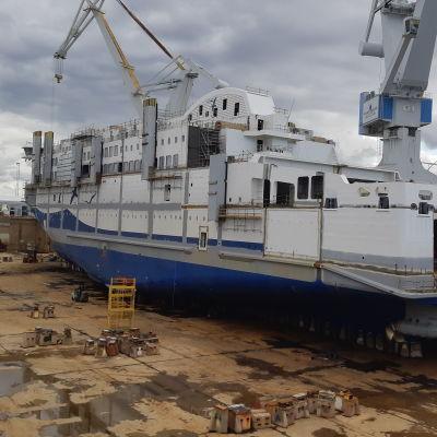 Merenkurkun uuden Aurora Botnia -aluksen vesillelasku Raumalla 11.9.2020