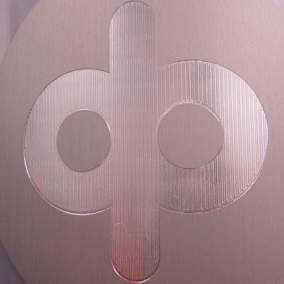 OP:n logo metallinsävyisenä.