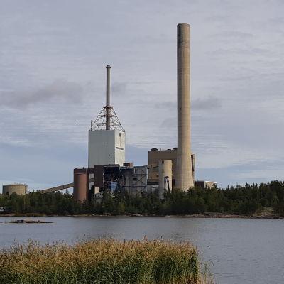 PVO-Lämpövoiman piippu ja tehdas Kristiinankaupungissa