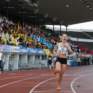Alexandra Pimenoff i Brändö Gymnasium löpte hem guldet i 4 x 100 m.