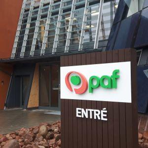 Pafs entréskylt i Mariehamn