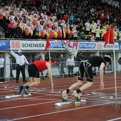 Tölö och guldmedaljörerna Korsholm var båda snabbt i väg i häckloppet.