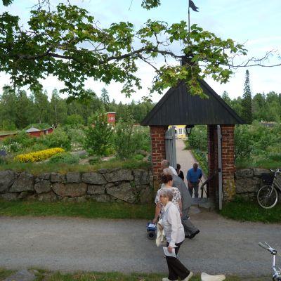 Aspegrens Trädgård, porten