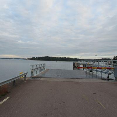 Färjfästet mellan Gustavs och Iniö.