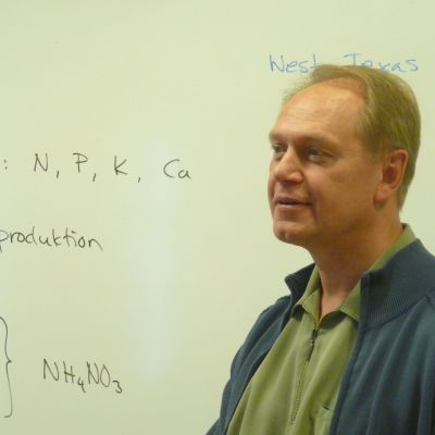 Ove Molander är kemist och lärare i kemi