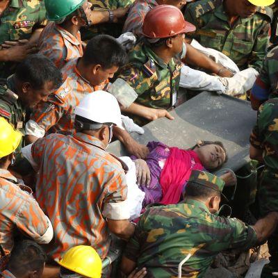Kvinnan överlevde under den rasade byggnaden i över två veckor