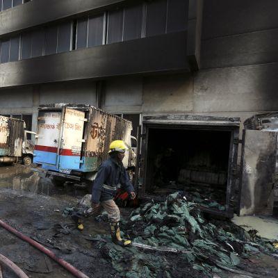 Fabriksbyggnaden i Gazipur  ska ha totalförstörts i branden