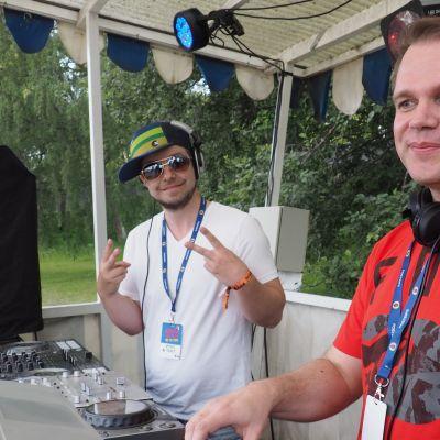 Savon Kovimmat Ysäribileet -dj:t Mickey ja Make Kuopio Rockcockissa.