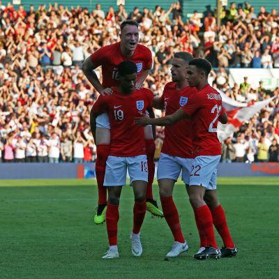 Englanti juhlii Marcus Rashfordin maalia.