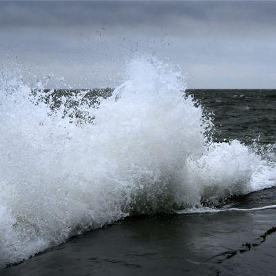Stormigt hav vid Ugnsholmen, Helsingfors 3.1.2020