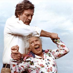 Bruno O'Ya ja Nanny Westerlund elokuvassa Tuntematon ystävä.