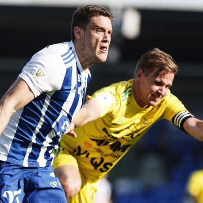 HJK:n Filip Valencic ja Ilveksen Tatu Miettunen (oik.)