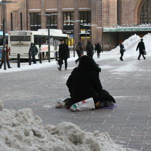 tiggare utanför järnväggstationen i Helsingfors