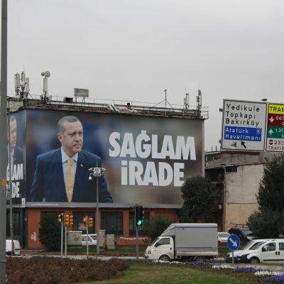 Reklam för Turkiets premiärminister Recep Tayyip Erdogan