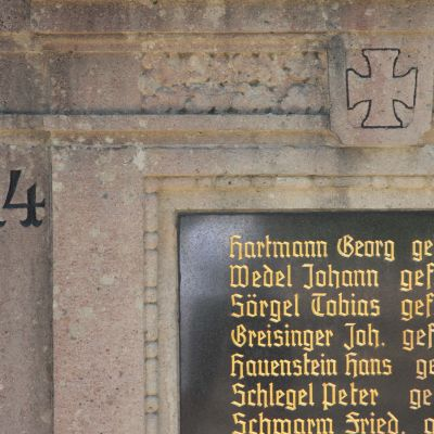 Namnskylt över stupade soldater i Hirschbach