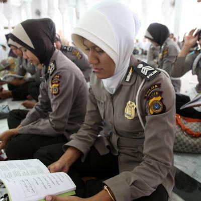 indonesiska kvinnliga poliser
