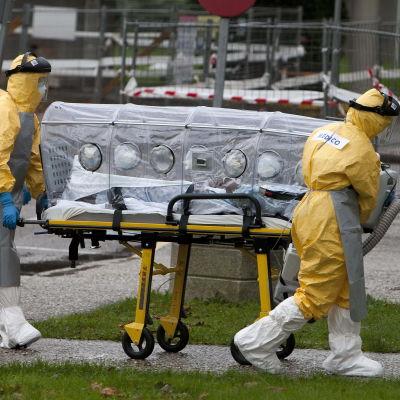 Kvinna med misstänkt ebola flyttas till sjukhus i Spanien