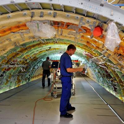 En Airbus A400M för det tyska försvaret byggs vid Airbus Defence and Space i Bremen i Tyskland.