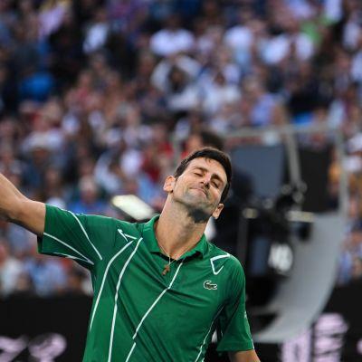 Novak Djokovic tuskaisen näköisenä