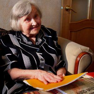 Stalinin vankileireiltä selvinnyt Jelena Markova kotonaan